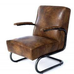 Een eye-cather in het interieur, mooie stevige fauteuil in echt buffelleer, houten armsteunen en stalen frame!