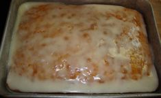 A-Lemon-Cake-To-Die-For .A box of yellow cake mix A small box of instant lemon pudding mix ¾ c. oil ¾ c. water 4 beaten eggs Glaze: 2 c. melted butter 2 Tbsp water ⅓ c. Lemon Desserts, Köstliche Desserts, Lemon Recipes, Delicious Desserts, Dessert Recipes, Lemon Cakes, Quick Dessert, Cherry Desserts, Apple Recipes