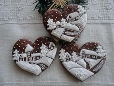 These Lebkuchen (gingerbread) cookie hearts are small works of art Christmas Sweets, Christmas Gingerbread, Noel Christmas, Christmas Goodies, Christmas Baking, Gingerbread Cookies, Christmas Cakes, Gingerbread Houses, Christmas Hearts