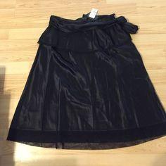 Gorgeous MARC JACOBS silk skirt, NWT, 2 Truly a stunning skirt, 100%silk Marc Jacobs Skirts