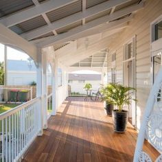 Nice deck Built in the and sitting on a steep block…Read more › Design Loft, Deck Design, House Design, Queenslander House, Weatherboard House, I Lak, Pergola Plans, Pergola Ideas, Diy Pergola