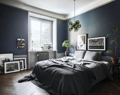 Embracing the Monday blues with a Stockholm space in delightful dark colours (full tour on the blog today). @bosthlm_realestate #darkbluewalls #bedroom #cosy