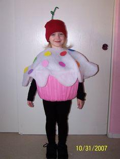 Another Cute Cupcake Costume Costume Cupcake, Cupcake Halloween Costumes, Cookie Costume, Halloween Kostüm, Holidays Halloween, Green Cupcakes, Cute Cupcakes, Cardboard Costume, Alice Costume
