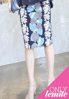 Today's Hot Pick :浪漫优雅唯美印花半身包臀裙 http://fashionstylep.com/SFSELFAA0012659/min3111cn/out 时髦有型印花包臀裙,绽放蜜意女浪漫气质——运用梦幻般的印花,将您的时尚大牌感瞬间提升~每一处走线都非常整齐,紧密,专业精细的做工源自对每一处细节的执着~极佳的修身版型,让你臀部曲线更加迷人,专为高雅的你而精心准备~ -包臀裙- -印花- -修身- -高雅-