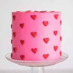 Valentines Baking, Valentines Day Cakes, Valentine Desserts, Cute Desserts, Pretty Birthday Cakes, Pretty Cakes, 24th Birthday Cake, Simple Cake Designs, Simple Cakes