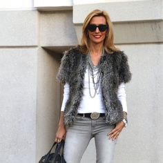 Cozying-up-with-my-faux-fur-jacket-featured