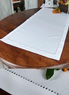 """#Bieżnik z kolekcji #JAGNA sprawi, że Twój stół będzie wyglądał jeszcze bardziej elegancko. 😍 Gładki, naturalnie wyglądający, ozdobiony delikatną mereżką - będzie """"bezpiecznym"""" i neutralnym prezentem. 🎁  #dekoracjastołu #galanteriaStołowa #naStół #serweta #bieżnik60x120 #białaserweta #białybieżnik Plastic Cutting Board, Tableware, Scrappy Quilts, Dinnerware, Tablewares, Dishes, Place Settings"""