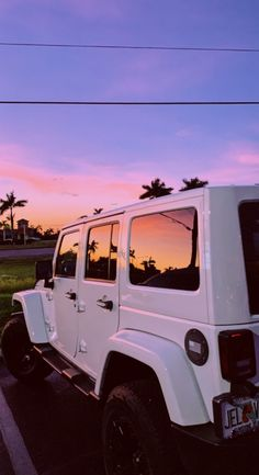 My own desire for Jeeps began when I'm in high school graduation, noisy . Beach Aesthetic, Summer Aesthetic, Travel Aesthetic, Aesthetic Photo, Pink Aesthetic, Aesthetic Pictures, Aesthetic Women, Aesthetic Vintage, Aesthetic Clothes