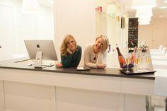 Hola, somos Nuria y Cecilia, las fundadoras de Noor Secret :)