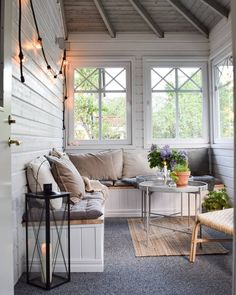 Front Entry Decor, Shabby Chic Cabin, Enclosed Front Porches, Summer House Interiors, Three Season Room, Scandi Home, Types Of Houses, Home Fashion, House Rooms