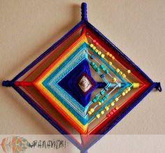 mandala de 4 puntas con detalles de mostacillas de madera. / ojo de dios /