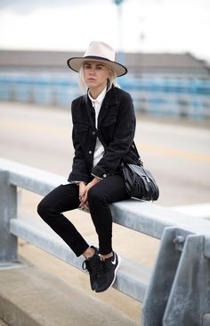 Courtney Trop of Always Judging Athleisure Outfits, Athleisure Fashion, Tomboy Fashion, Sneakers Fashion, Soft Grunge, Alternative Rock, Indie, Punk, Hipster