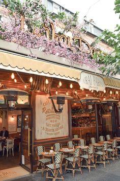 Le Vrai Paris Restaurant : An Adorable Bistrot in Montmartre – Travel & Restaurants Restaurants In Paris, French Restaurants, Paris Markets, Montmartre Paris, Paris Travel, France Travel, Oh The Places You'll Go, Places To Travel, Brasserie Paris