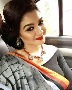 Sexy Blouse, Saree Blouse, Bengali Bridal Makeup, Kurti Sleeves Design, India Beauty, Chic, Girl Crushes, Beauty Women, Actors & Actresses