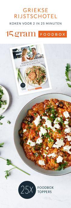 Een eenvoudige maaltijd en toch een waar smaakbommetje, deze Griekse rijstschotel! Een rijkgevulde veggieschotel met rijst, courgette, paprika, olijven en feta.