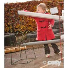 Go 4 ways for spatial symmetry in your water play park design with these four sided guttering stands.
