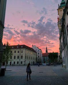 6 THINGS TO DO IN BRATISLAVA: Ein unterschätztes Juwel im Herzen Europas Bratislava, Things To Do, Louvre, Building, Travel, Europe, Viajes, Travel Report, Sustainability