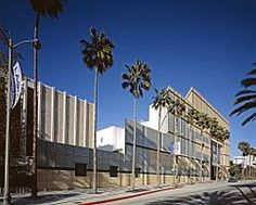 The Los Angeles County Museum of Art is an art museum located on Wilshire Boulevard in the Miracle Mile vicinity of Los Angeles. LACMA is on Museum Row, adjacent to the La Brea Tar Pits. LACMA is the largest art museum in the western United States Lacma Los Angeles, Los Angeles Museum, Places Around The World, Travel Around The World, Around The Worlds, Renzo Piano, Los Angeles County, California Tourist Attractions, Free Museums