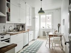 29 Awesome Galley Kitchen Remodel Ideas (A Guide to Makeover Your Kitchen) … 29 Awesome Galley Kitchen Remodel Ideas (A Guide to Makeover Your Kitchen) - Own Kitchen Pantry Ikea Galley Kitchen, White Galley Kitchens, Galley Kitchen Design, Galley Kitchen Remodel, Boho Kitchen, Rustic Kitchen, Country Kitchen, Home Kitchens, Kitchen Decor