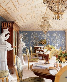 Toms ceilings and wallpapers on pinterest for Salle a manger louis xiii