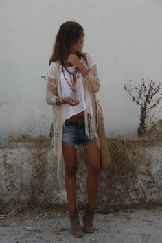 Lace kimono over simple white tee, denim cut-offs, ankle boots and ethnic jewellery. So. Damn. Cool. Mytenida.