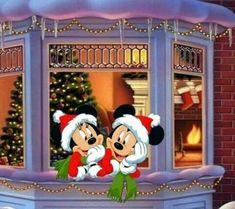 Disney Merry Christmas, Mickey Mouse Christmas, Christmas Cartoons, Mickey Mouse And Friends, Mickey Minnie Mouse, Disney Mickey, Christmas Scenes, Noel Christmas, Vintage Christmas Cards