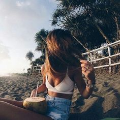 Imagem de girl, summer, and beach