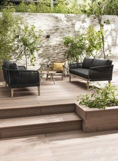 Garden furniture sets are both comfy and trendy. A rustic garden furniture set a modern-day set or any other style make a garden live. Garden Furniture Sets, Outdoor Furniture Sets, Wooden Furniture, Antique Furniture, Recycled Furniture, Furniture Online, Rustic Gardens, Outdoor Gardens, Outdoor Spaces