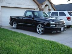 Simple but freaking perfect. Chevy Silverado Single Cab, 2006 Chevy Silverado, Chevy Stepside, Custom Silverado, Chevy 4x4, Chevy Trucks Lowered, Custom Chevy Trucks, Chevrolet Trucks, Nascar Trucks