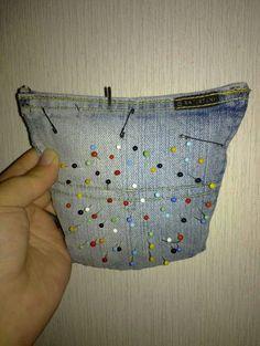 Neulatyyny farkkujen perstaskuista