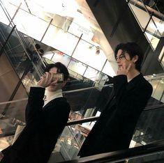 the twins outing Korean Boys Ulzzang, Cute Korean Boys, Ulzzang Couple, Ulzzang Boy, Cute Boys, Asian Boys, Korean Best Friends, Gay Aesthetic, Cute Gay Couples