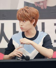 Cute Prince moon Taeil *0*