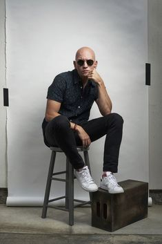 Anthony Carrigan discusses NoHo Hank, his beloved oddball gangster character on HBO's 'Barry,' and how when he was told he'd never work again because of his alopecia, he took a gamble that changed his career. Gotham, Anthony Carrigan, Dc Comics, Victor Zsasz, Ryan Sheckler, Bill Hader, Z Cam, Tom Daley, Hey Man
