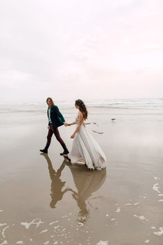 Wedding Photography Oregon | Wedding Photographer Germany | Beach Elopement | Hochzeitsfotograf Karlsruhe | Love Shoot | Hug Point Oregon | Oregon Coast Beach Session | Truvelle Bridal Dress