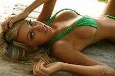 Lindas mulheres na praia | Minilua