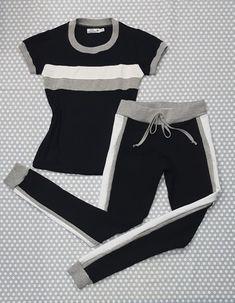 CONJUNTO - T-shirt e Calça Jogger Preta com Faixa Branca e Cinza Cute Workout Outfits, Cute Comfy Outfits, Womens Workout Outfits, Sporty Outfits, Nike Outfits, Cool Outfits, Fashion Outfits, Sport Fashion, Fitness Fashion