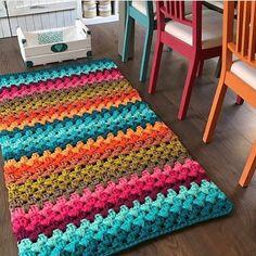 Crochet rug diy home Ideas Chevrons Au Crochet, Crochet Rug Patterns, Crochet Stitches, Knitting Patterns, Crochet Rugs, Loom Knitting, Crochet Carpet, Crochet Home Decor, Yarn Crafts