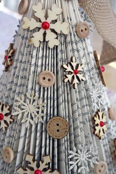 Old Book Christmas Tree. | froth from the daisy patch