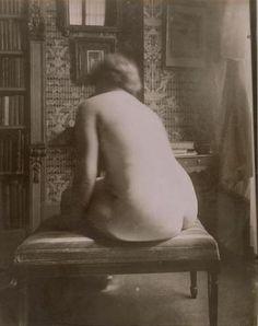 Eugene Atget | Eugène Atget. Nu de dos dans un intérieur 1921 Eugene Atget, Berenice Abbott, Nude Portrait, Man Ray, Great Photographers, Documentary Photography, Nude Photography, Vintage Beauty, Belle Photo