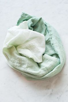 DIY Ombre Flour Sack Towels by @cydconverse                                                                                                                                                                                 More