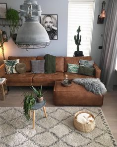 Find the best living room ideas, designs & inspiration to match your style. Browse through images of living room decor & colours to create your perfect home. room design inspiration Perfect Idea Room Decoration Get it Know - Neat Fast Living Room Decor Colors, Living Room Color Schemes, Living Room Designs, Living Room Decor Brown Couch, Brown And Green Living Room, Brown Leather Couch Living Room, Dark Couch, Brown Livingroom Ideas, How To Design Living Room