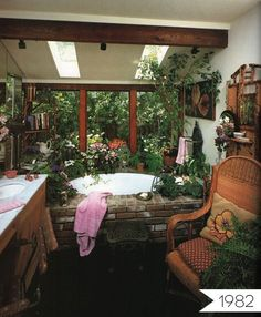 A bathroom you will want to live within: Everything Old is New Again: Jungle Bathroom   Apartment Therapy