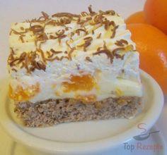 Pudding-Quark-Creme mit Mandarinen auf einem luftigen Nussteig, und Schlagsahne mit geraspelter Schokolade obendrauf
