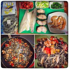 I avui Tagliatelle Nero di Seppia amb gambes rap i orada. Molta preparació però amb un resultat exquisit!  Ingredients: - Tagliatelle - Rap/Snuff - Gambes/Prawns - Orada/Golden Fish - Tomàquets cherry/Cherry tomatoes - Alls tendres/Tender garlic - Suquet de peix/Fish sauce - Julivert/Parsley  #cuinetes #cuina #cooking #cookingtime #receipt #fish #pasta #tagliatelle #food #foodie #foodporn #yummy #seafood #lunch #pastaaddict
