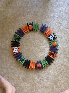 Clothespin Halloween wreath! The clothespin idea works for any holiday!!