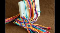 Making a Ply Split Braiding band with diamond pattern, by Diana de Visser Making a Ply Split Braiding band with diamond pattern, by Diana de Visser,wayuu boho bags Making a Ply Split Braiding band. Crochet Braids, Knit Crochet, Diy Braids, Mochila Crochet, Braids Band, Tablet Weaving, Micro Macramé, Boho Bags, Tapestry Crochet