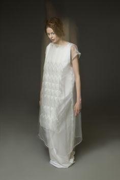 Sculpting Mind – Yuki Hagino   1 Granary Origami Fashion, 3d Fashion, Dark Fashion, Fashion Fabric, Fashion Details, Fashion Show, Fashion Dresses, Fashion Design, Fashion Brands