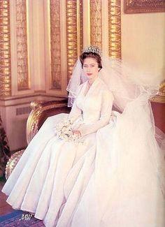 La principessa Margaret sorella della regina Elisabetta in abito nuziale
