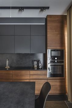 The 50 BEST BLACK KITCHENS - kitchen trends you need to see. It is no secret, in the design world, that dark kitchens are all the rage right now! Black kitchens have been popping up left and right and we are all for it, well I am anyways! Kitchen Room Design, Best Kitchen Designs, Kitchen Cabinet Design, Home Decor Kitchen, Interior Design Kitchen, Kitchen Ideas, Decorating Kitchen, Kitchen Inspiration, Interior Livingroom