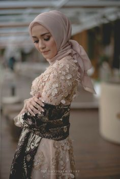 Kebaya Lace, Kebaya Hijab, Kebaya Brokat, Kebaya Muslim, Hijab Bride, Bride Gowns, Yellow Wedding Dress, Wedding Dresses, Dress Brokat Modern